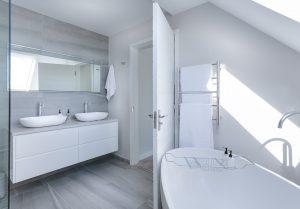 Cuarto de baño. Quitar la cal de las bañeras y grifos con el sistema Majestic Filterqueen