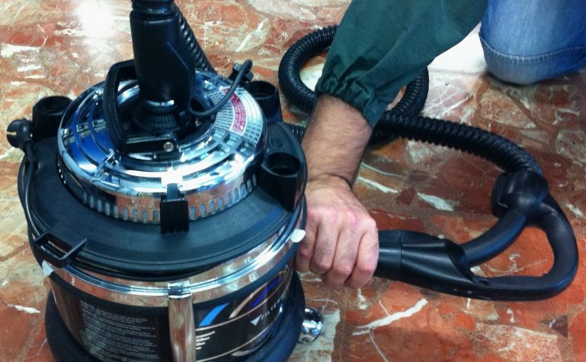 Limpiar la manguera antes de usarla para expulsar aire